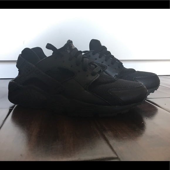 low priced 54066 659f8 Nike air huarache in kid s size 6 or women s 7.5. M 5a5bcbff1dffda025f563e4f